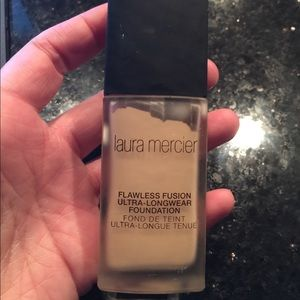 EUC Laura Mercier Flawless Fusion Long Macadamia